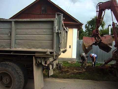 Экскаватор МТЗ-82 с грейферным захватом в Калуге, 挖掘机MTZ-82抓捕