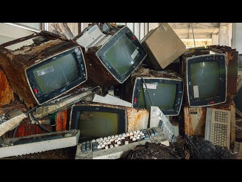 Beauty In Decay: Found GIANT Abandoned Factory With Computers Left Behind - Urbex Lost Places Italy