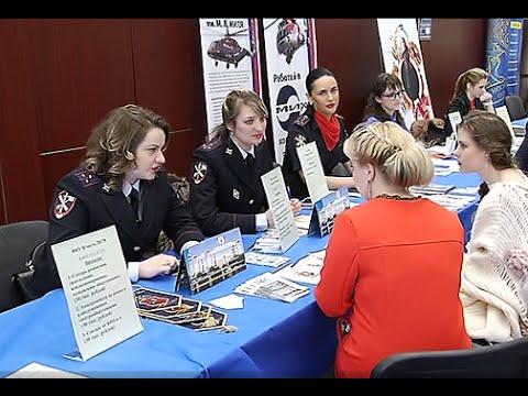 На ярмарке вакансий студентам предлагали стать полицейскими