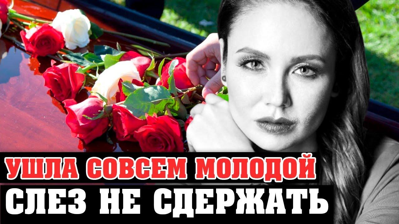 Умepлa на руках у дочери: люди несут цветы к могиле Утяшевой