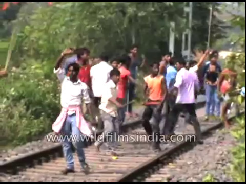 BJP and TMC workers argue at Jamuria, West Bengal