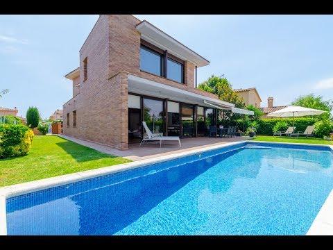 Club Villamar : Villa moderne pour 9 personnes avec jardin naturel et piscine privée.