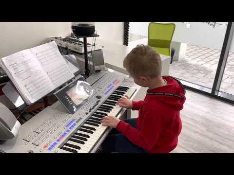 Summ summ summ… (CS) Keyboardklasse M. Trübendörfer