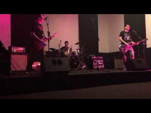 Scott Raynor plays Blink 182 in 2017 (FULL)