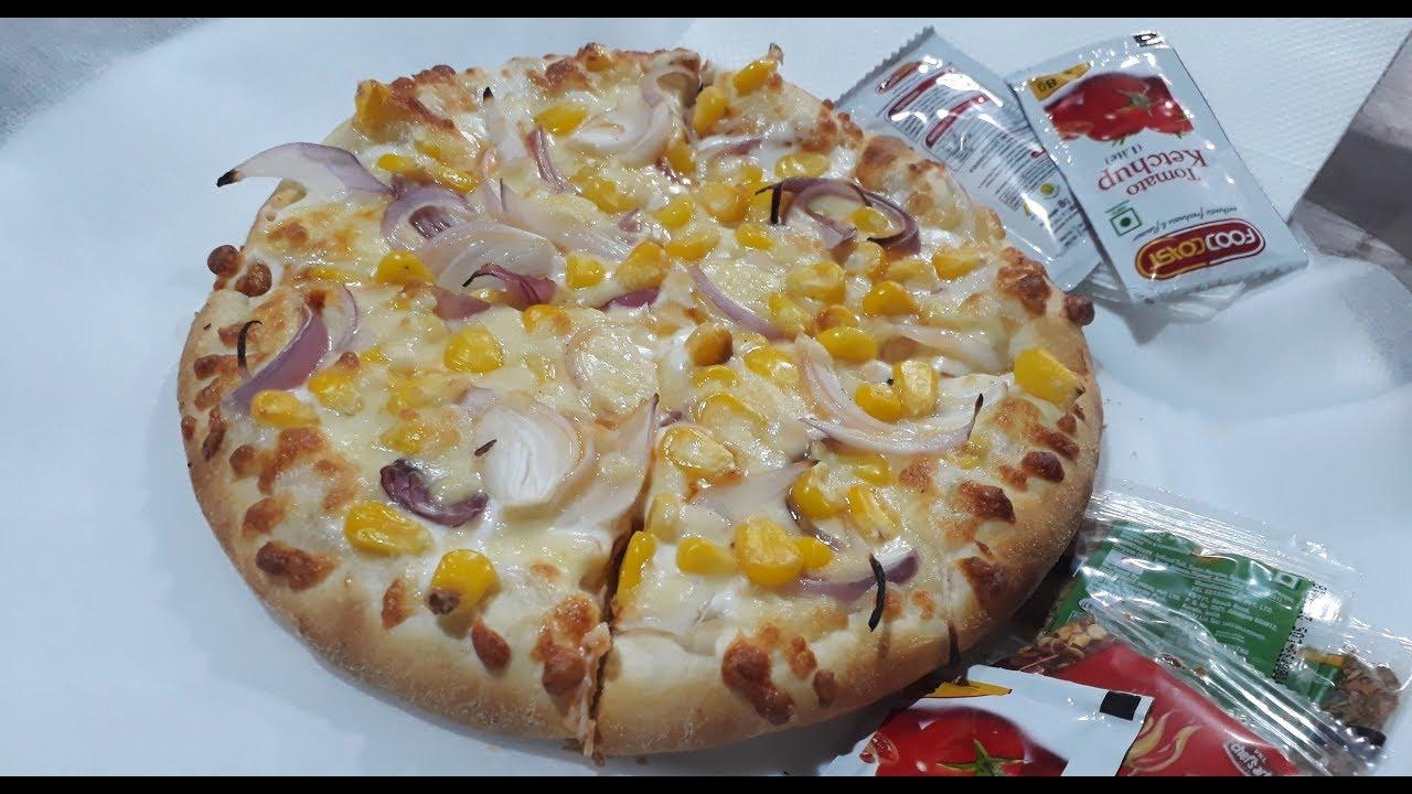 Yours Pizza Mangal Bazar Laxmi Nagar Better Than Dominoes Indian Street Food Foodaniya
