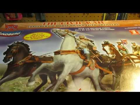 REVELL Gold Knight With Horse 1:8-95-85-6525