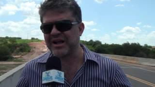 Deputado Leonardo Pinheiro assegura ambulância para Limoeiro a pedido da vereadora Lívia Maia