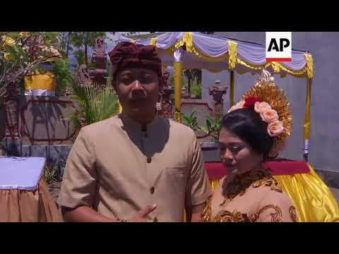 Couple get married inside Bali volcano danger zone