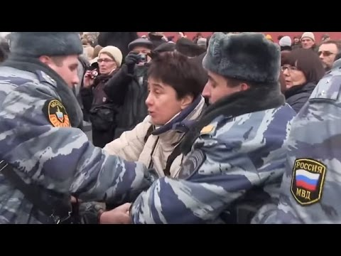 Ukraine War - Russian cops disperse Ukraine supporting rally in Moscow Russia