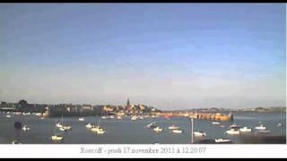 Roscoff - 2 minutes face au port, bien calme, seuls quelques oiseaux traversent le ciel.