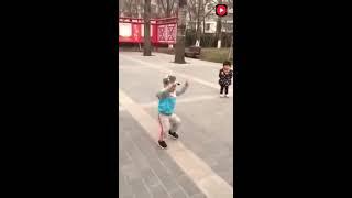 Publication Date: 2017-09-10 | Video Title: 精氣神都有了!2歲萌娃跳廣場舞比大媽強多了,萌爆了!