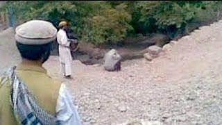 شريط فيديو عن إعدام امرأة أفغانية رميا بالرصاص بتهمة...