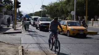 Buses circulan en la avenida del Libertador, le levanto el #ParoSM - video: Orlando Marchena.