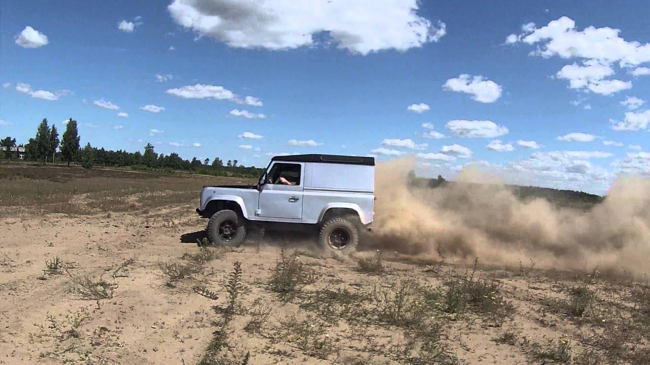 Land Rover Defender 90 off road