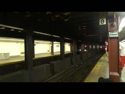 NYC Subway Special: An Four-Car R143 Meets With An Eight-Car R160 (M) At Essex Street