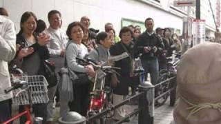 拡散 中国抗議デモ お母さんに沿道から拍手!2010年11月13日 横浜