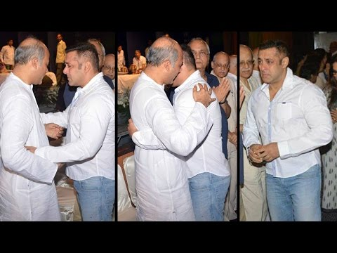 Salman Khan HUGS Sooraj Barjatya & CRIES At Rajjat Barjatya's Prayer Meet