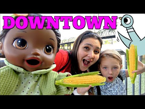 BABY ALIVE goes DOWNTOWN! PIGEONS, ACORNS & DINNER. The Lilly and Mommy Show. The TOYTASTIC Sisters