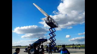 Der größte Papierflieger der Welt