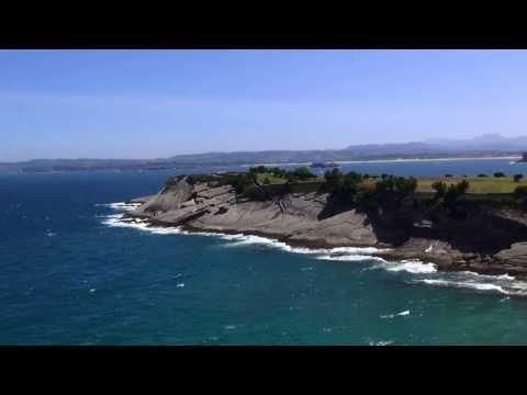 Красивейшее побережье Бискайского залива в районе Эль Сардинеро.Santander.Испания