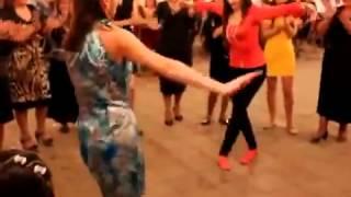 Azerbaijan Baki qizin super reqsi   Свадьба в Баку, девушка отлично танцует(, 2015-08-07T08:26:39.000Z)