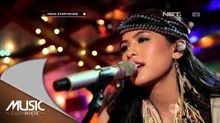 maudy ayunda   lost stars adam levine cover live at music everywhere