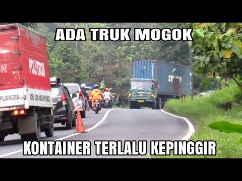 Truk Tronton Hino Mogok, Truk Yang Lain Bergiliran Lewat