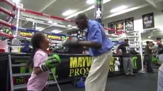 Video Roger Mayweather incredible padwork with a little girl download MP3, 3GP, MP4, WEBM, AVI, FLV Juli 2018