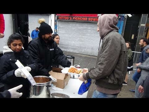 Free Indian Street Food: Samosas, Spring Rolls & Pasta: Punjabi Sikh Langar in Camden Market, London