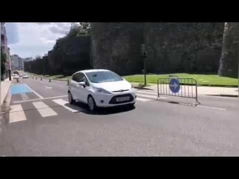 Así é o novo paseo peonil na Ronda, cun carril cortado ao tráfico