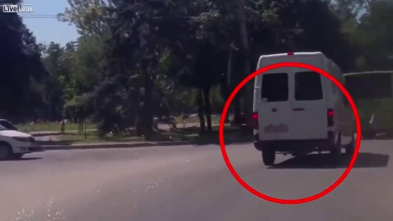 ウクライナでターミネーターみたいな男性が現れる。