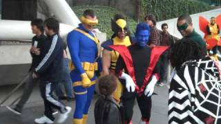Wolverine, Cyclops, Nightcrawler, and Green Lantern costumes at Wondercon 2009 (HD)