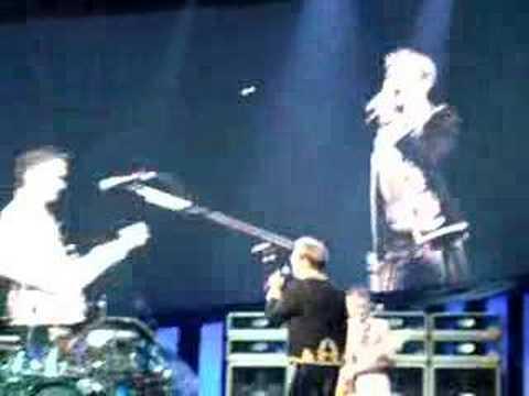 Van Halen HOT FOR TEACHER-DAVE ON RAMP 10-1-07 Philadelphia