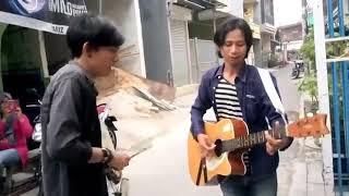 Pengamen Cover Lagu Dadali (Bukan Cinta sejati) Keren