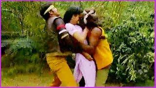 Repeat youtube video Nene Rajinikanth Telugu Movie Scene -Rajnikanth,Satyaraj,Ambika