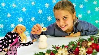 Кукла Барби и Сказочный патруль лепят снеговика