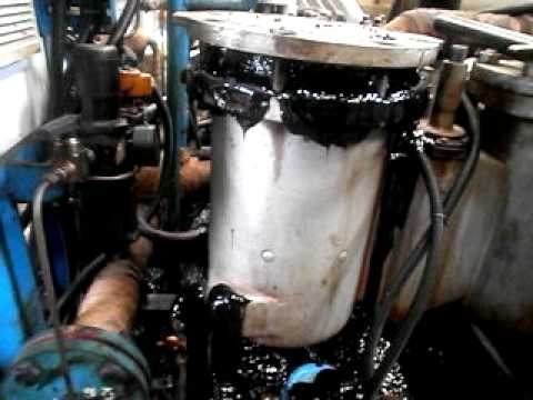 MFO (marine fuel oil) flowed from fuel filter.AVI