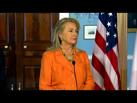 Secretary Clinton and Indonesian Foreign Minister R.M. Marty Natalegawa Address Reporters