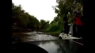 Daihatsu Taft 4x2 - off road cruising the river