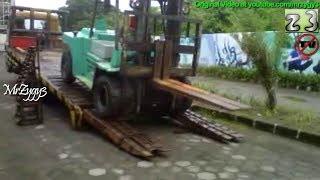 unloading forklift trailer truck style
