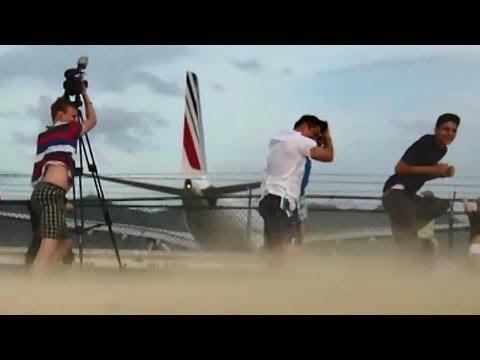 Heavy Jet Blast at Maho Beach! Air France / Airbus A340 Takeoff (Full HD1080p)
