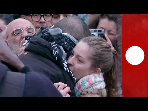 """""""I trust you, do you trust me?"""" Blindfolded Muslim offers hugs at Paris memorial"""