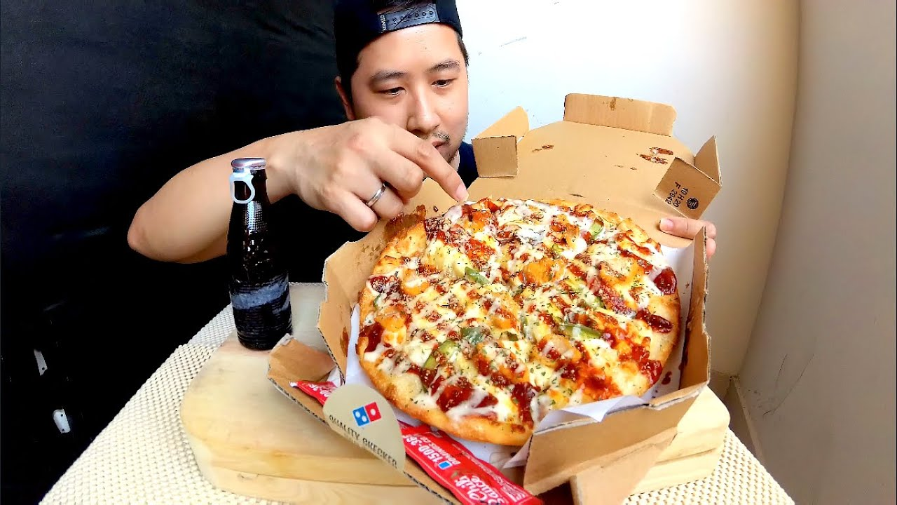 New Yorker American Buffalo Chicken Pizza Domino S Pizza Youtube
