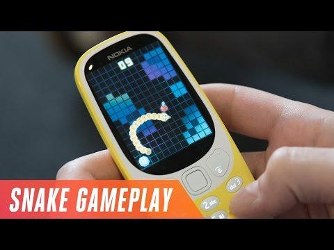 Playing Nokia 3310 Snake gameplay