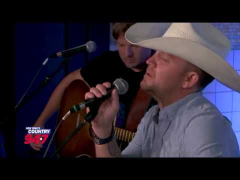 Justin Moore Acoustic Performance For NYC's First Responders!