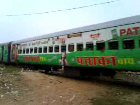 Funny Looking Malda Town - Delhi Farakka Express (13483) with LKO WDM 3D -  YouTube