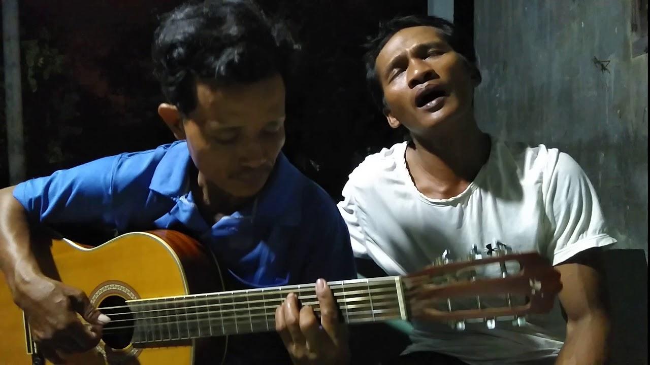EM CỨ THEO NGƯỜ.I Hoàng Vũ và guitar Quan Bình