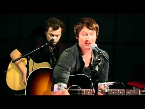 James Blunt performs Katy Perry's 'California Gurls'