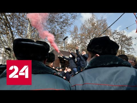 В центре Еревана начали расти баррикады - Россия 24