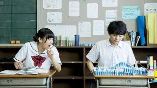 【となりの関くん】「私の隣の席の関くんは、授業中いつも何かして遊んでいる。」机の上に大量の消しゴムを並べてドミノを作り始めてしまう...